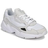 Schoenen Dames Lage sneakers adidas Originals FALCON W Wit