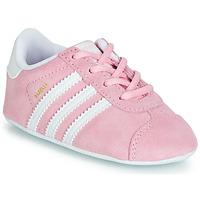 Schoenen Kinderen Lage sneakers adidas Originals GAZELLE CRIB Roze