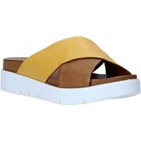 Schoenen Dames Leren slippers Bueno Shoes N3408 Bruin