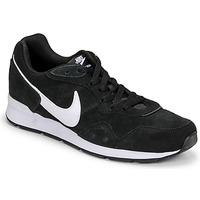Schoenen Heren Lage sneakers Nike VENTURE RUNNER SUEDE Zwart / Wit