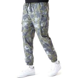 Textiel Heren Broeken / Pantalons New-Era 12590879 Groen