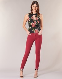 Textiel Dames Skinny jeans Guess SANSOPO Rood