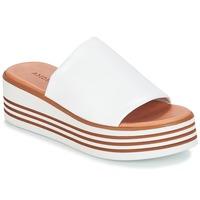Schoenen Dames Leren slippers André LARRY Wit
